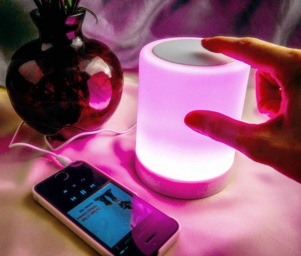 Changing the color of the ZHOPPY 2-in-1 Night Light and Bluetooth Speaker ZHOPPY 2-in-1 Night Light and Bluetooth Speaker