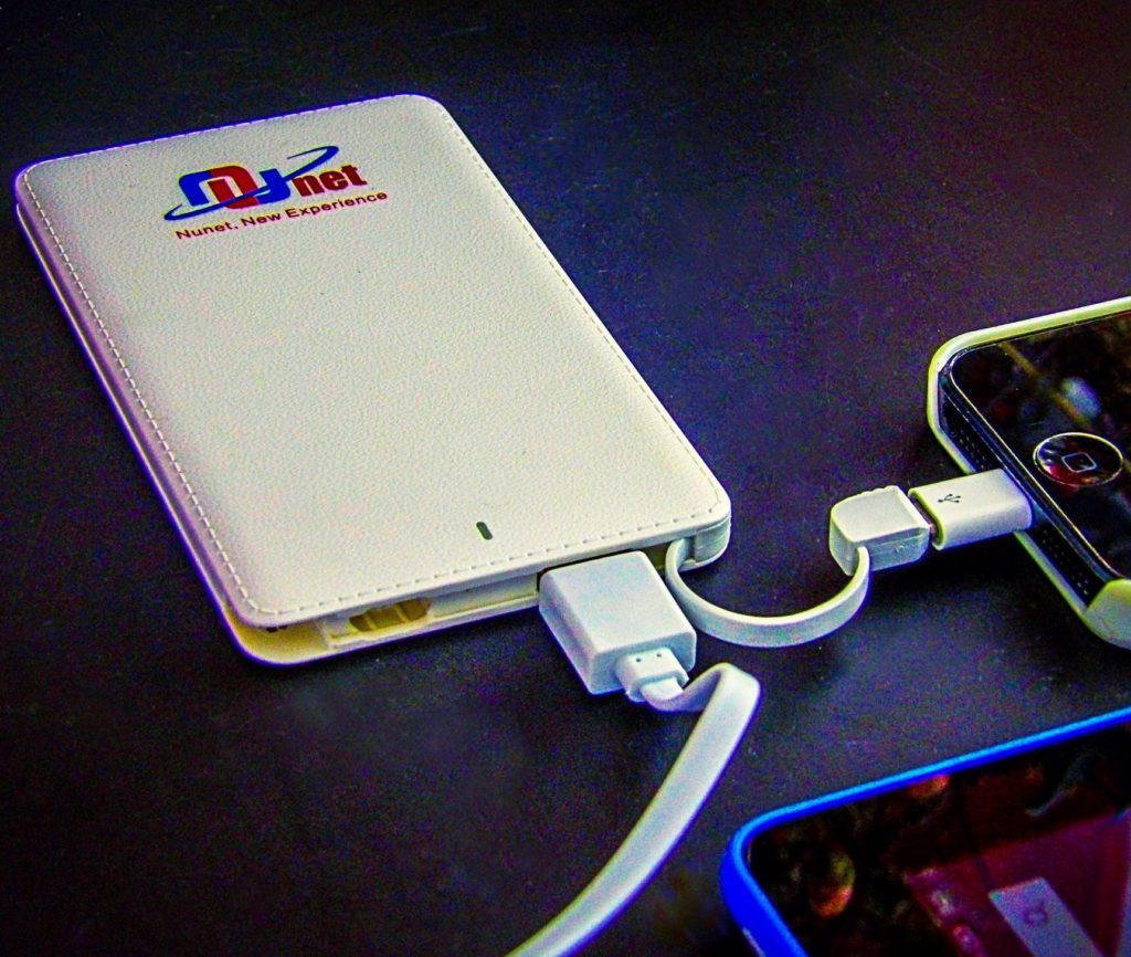 Nunet Nucharger Card Size Power Bank with Built-in Cable
