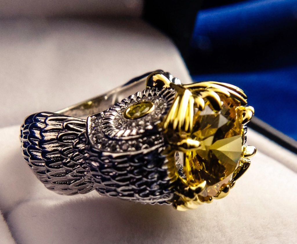 Jeulia Two Tone Feather Round Cut Created Topaz Owl Ring