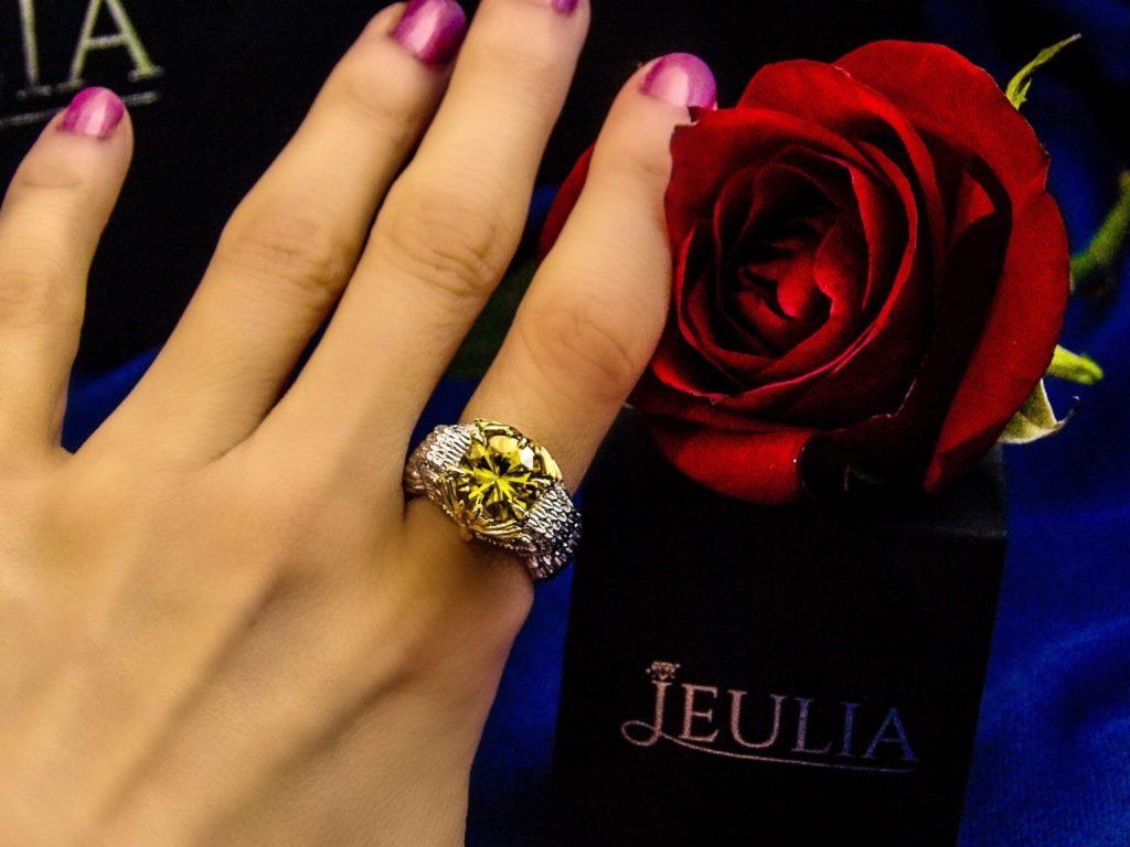 Jeulia Two Tone Feather Round Cut Created Topaz Owl Ring