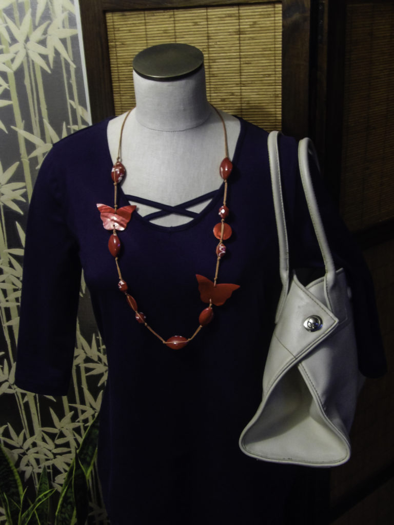 Offergood T Shirt with long necklace and Tod's handbag