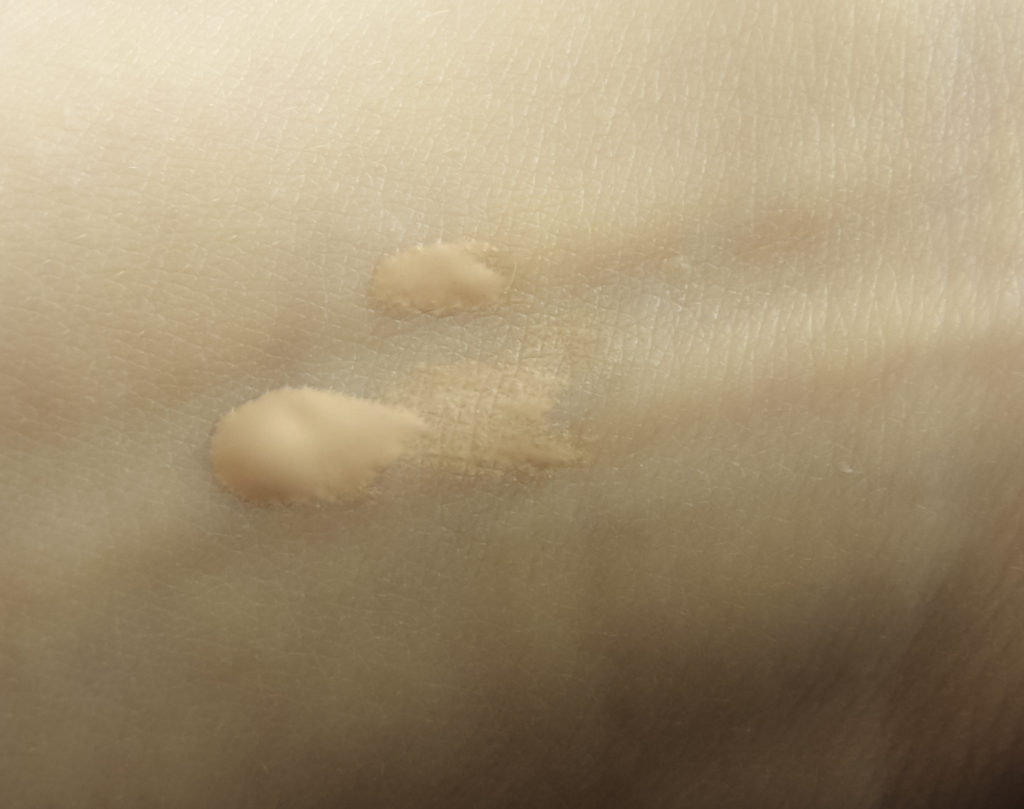Swatch of By Terry Click-Expert Foundation in shade Apricot Light