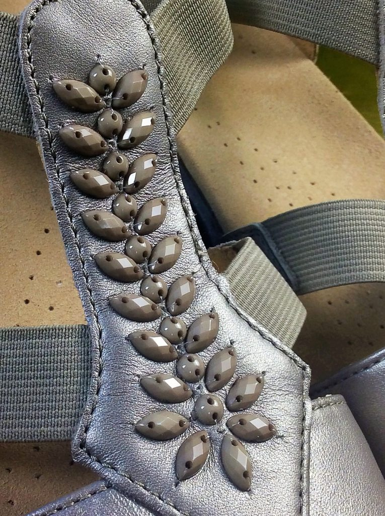 The beading on the t-bar of the Beam Sandal