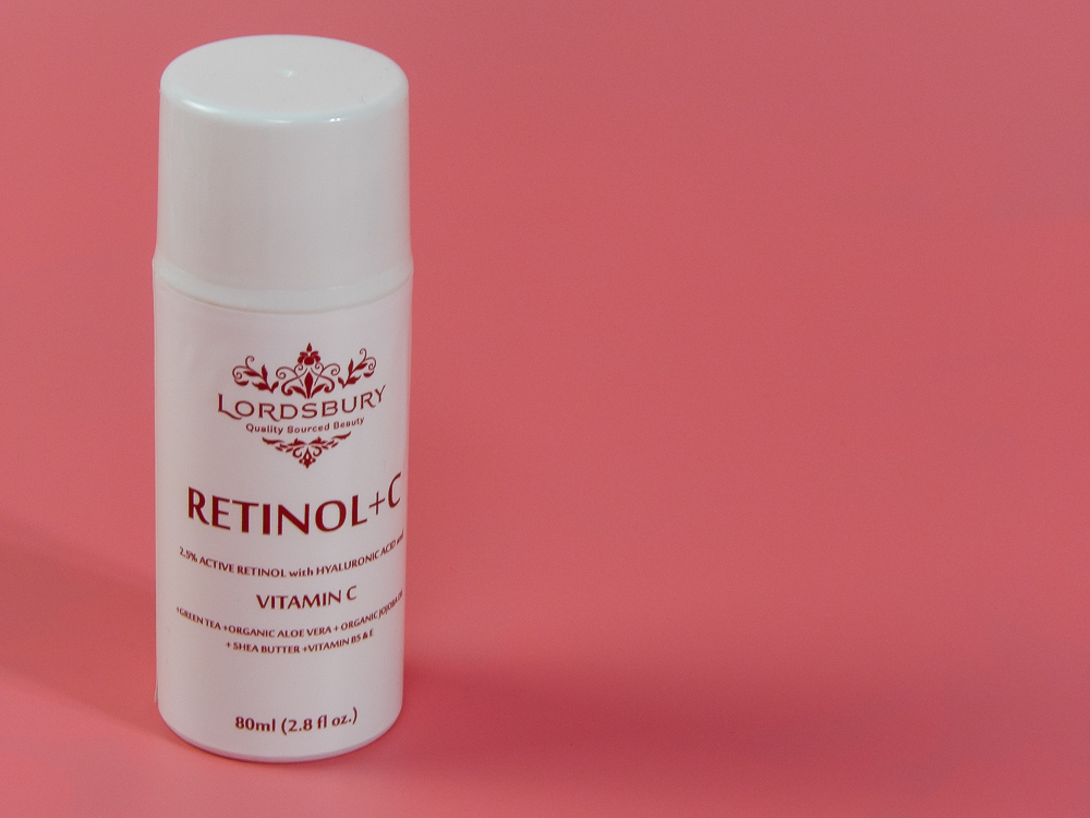 Lordsbury Retinol+C Cream Moisturizer contains 2.5% Pure Retinol, 20% Vitamin C, Hyaluronic Acid, Jojoba, Wildcrafted Green Tea, Shea Butter and many other Retinol enhancing ingredients
