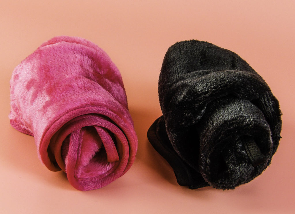 AuroTrends is a boxed set of two towels, one is pink and the other is black