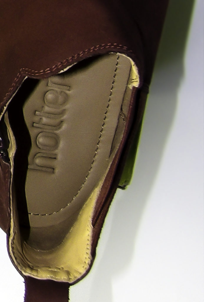 Cushioned insoles provide extra comfort and warmth