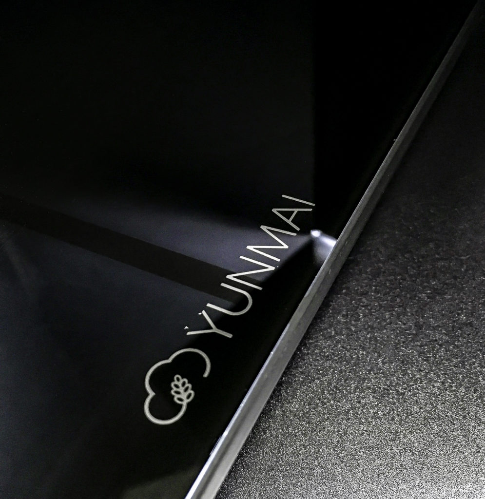 Yunmai logo on the sleek scale surface