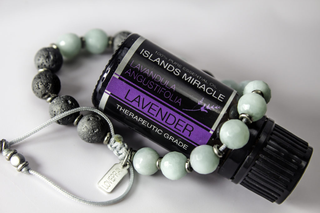 Lavender Essential Oil can promotes relaxation and soothe headaches