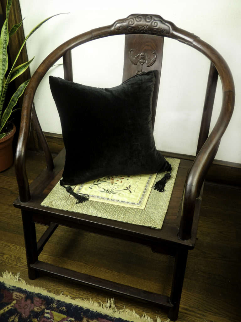 HomeRight has handmade luxury pillows to enhance the style of your home