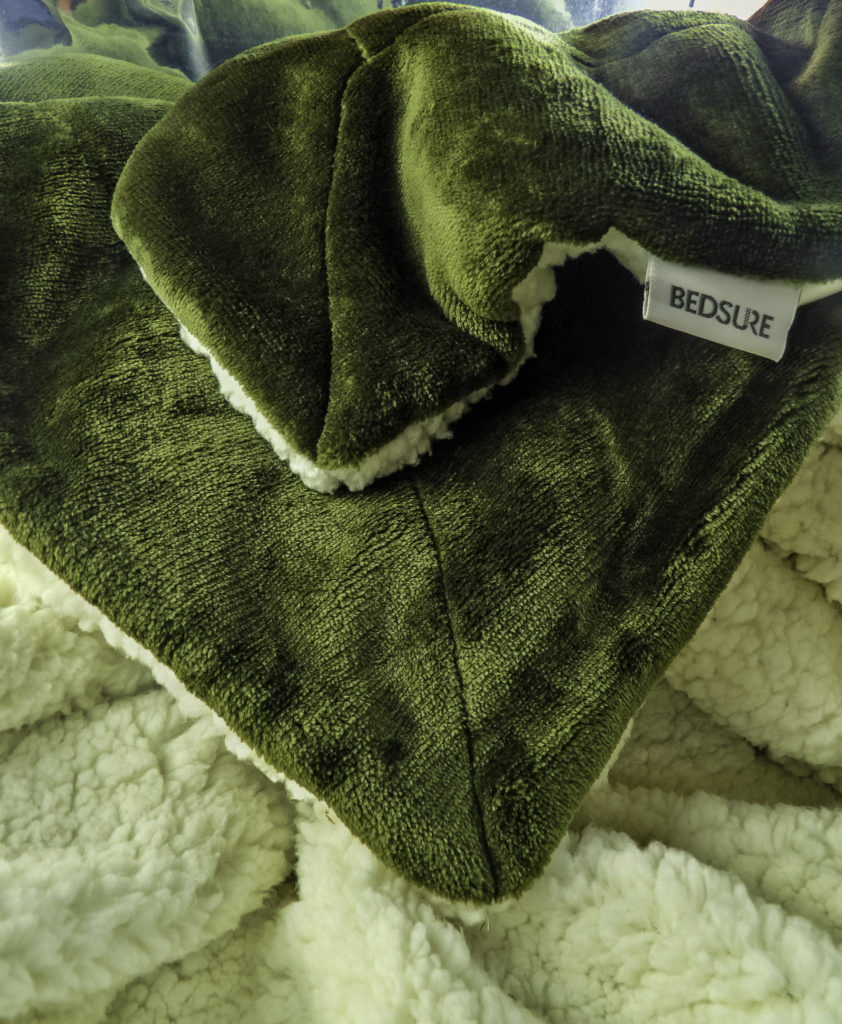 Non-scratch seams and binding for optimal comfort