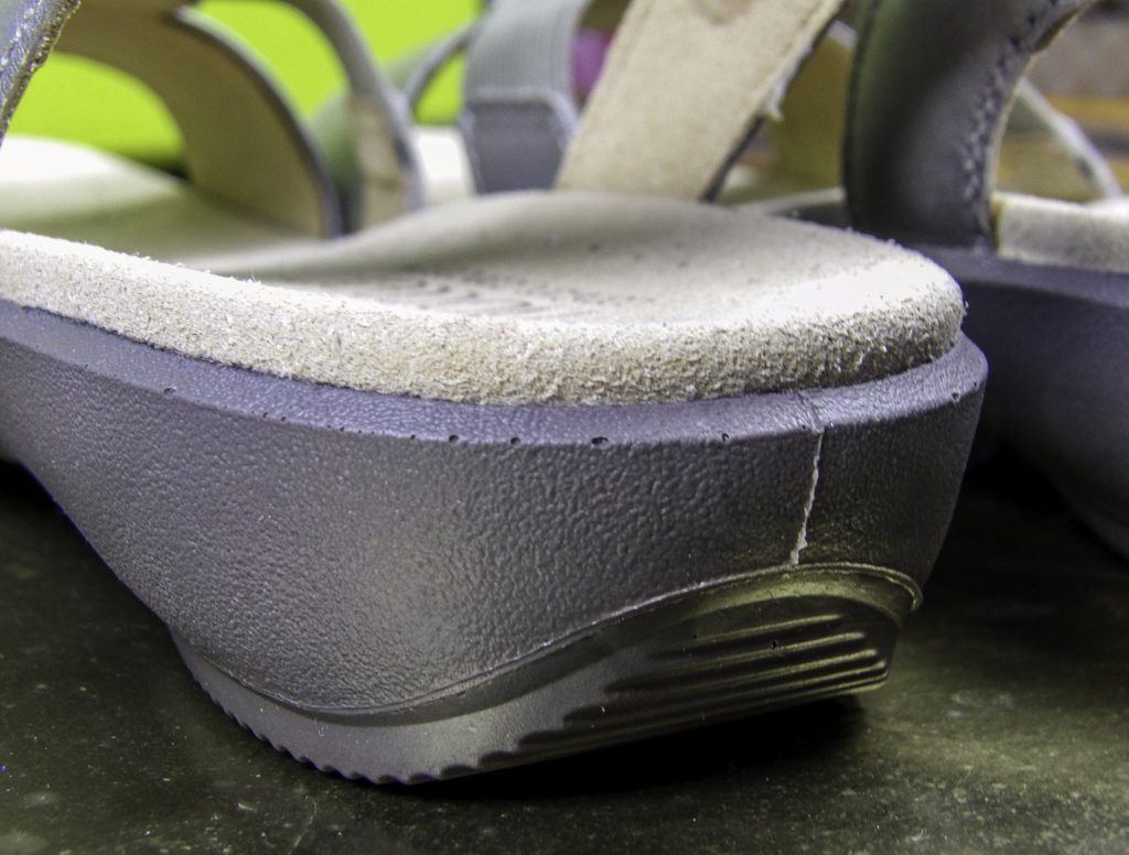 Cushioned contoured support and non-skid treading