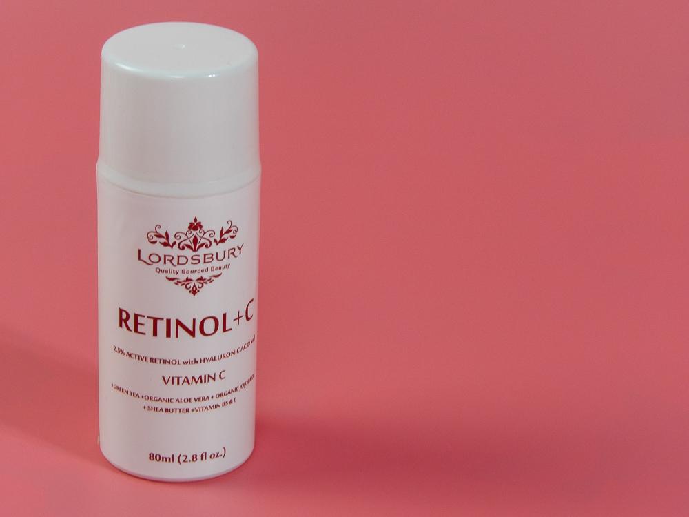 Lordsbury Retinol+C Cream Moisturizer contains 2.5% Pure Retinol, 20% Vitamin C, Hyaluronic Acid, Jojoba, Wildcrafted Green Tea, Shea Butter and many other Retinol enhancing ingredients