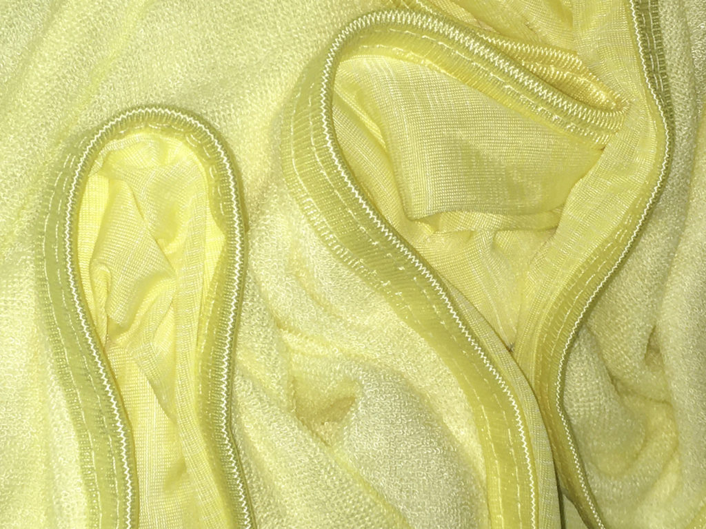 Well sewn seams with no loose threads